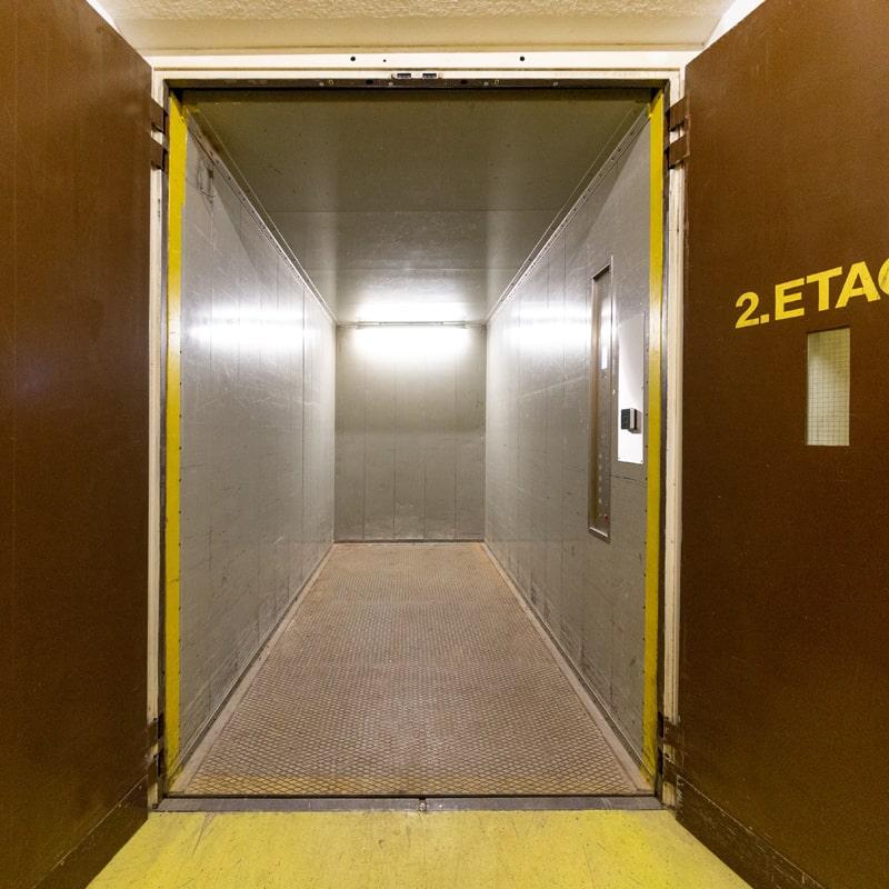 Lagerservice Aufzug